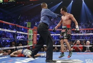 Mitt Romney attends Pacquiao-Marquez fight