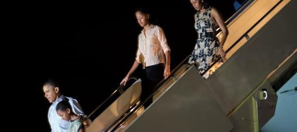 Obama to Leave Hawaiian Vacation Early to Work on Fiscal Deal