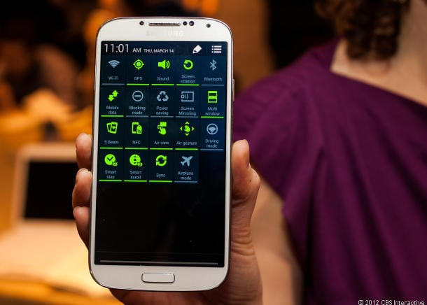 Cnet Review Samsung Galaxy S4 Keeps Calm, Carries On With Big Screen, 8-Core Chip And, Yes, Eye Tracking