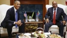 Obama meets with South African Pres. Zuma, Mandela's family