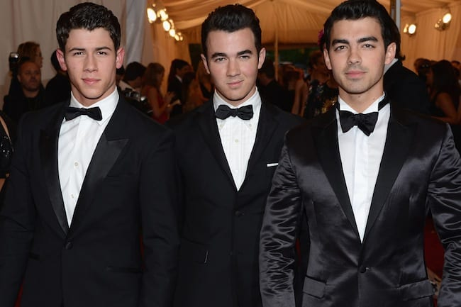 Jonas Brothers announce band is splitting up