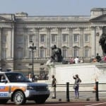 Man with knife arrested trying to enter Buckingham Palace