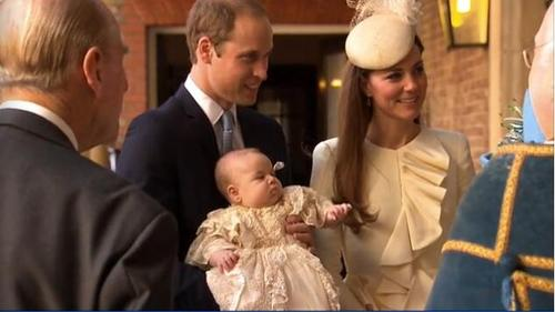 Royal family arrives for Prince George's christening