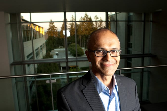 Microsoft Names New Chief as Gates Steps Down