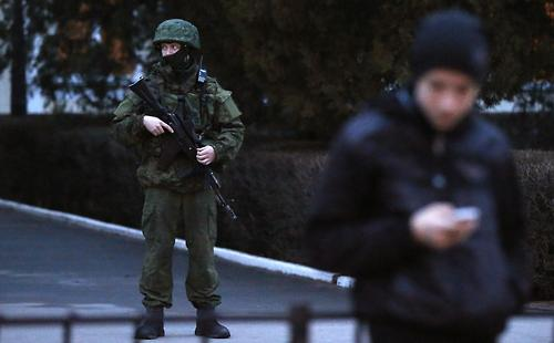 Tension flares in Crimea as region's leader asks Russia for help