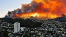 Forest fire burns through neighborhoods in Valparaiso, Chile