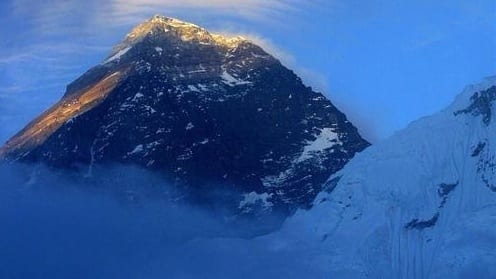 At least 13 sherpas dead as avalanche sweeps Mount Everest