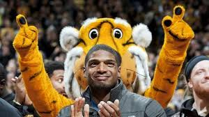 Michael Sam becomes 1st openly gay player drafted in NFL
