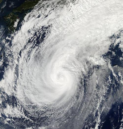 Storm stronger than Sandy heads for Alaska, bringing cold to U.S.