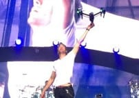 Enrique Iglesia Slices Finger With Drone During Concert [VIDEO]