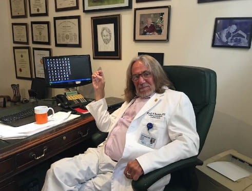 Screen Shot 2016-08-26Trump'sDoctor Wrote Health Letter In Minutes While Trump Waited in Limo at 11.04.42 PM