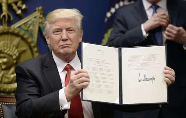 PollOnly 31 of Americans Think Trump Ban Makes U.S. Safer