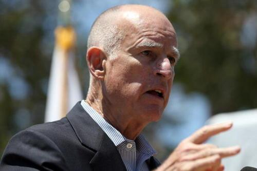California governor vetoes bill banning semi-automatic rifles
